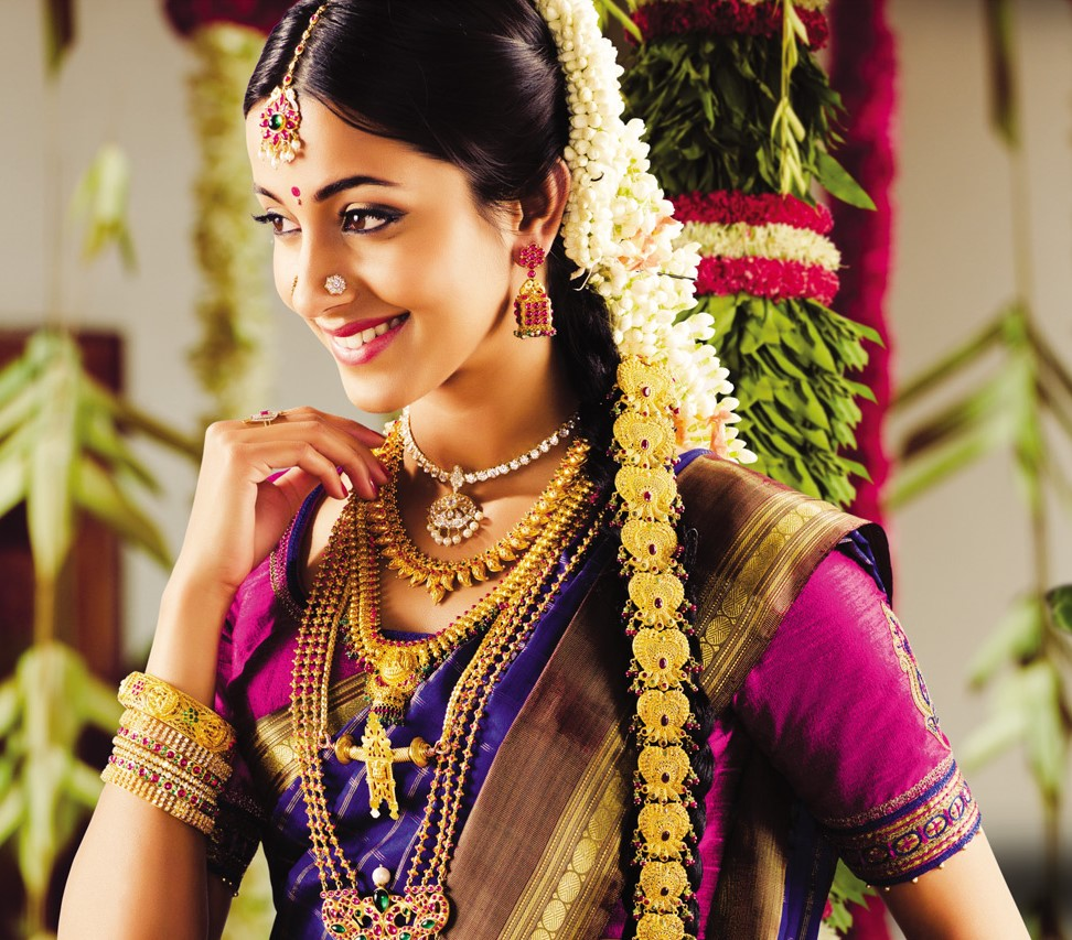 give a try to variety of hairstyles for your kerala wedding sarees