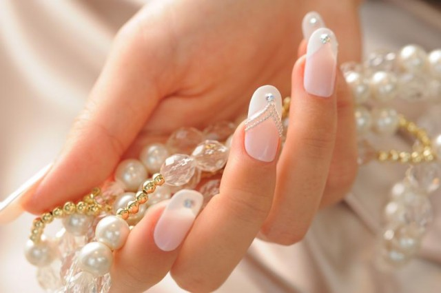 Highlight Your Nails With Exotic Nail Art Designs On Your Wedding